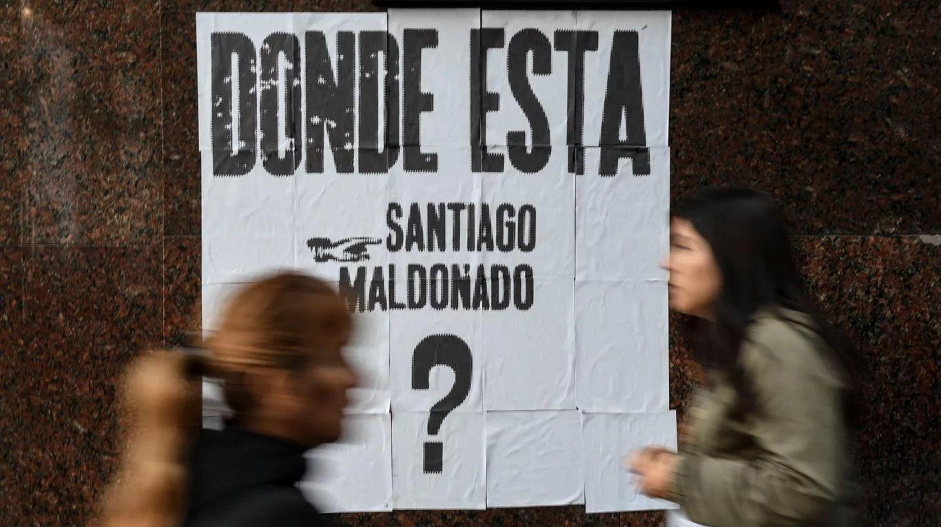 Uno de los miles de carteles que piden por Santiago Maldonado
