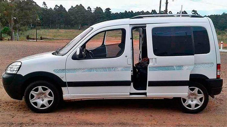 La camioneta en la que se dirigían a Paraguay