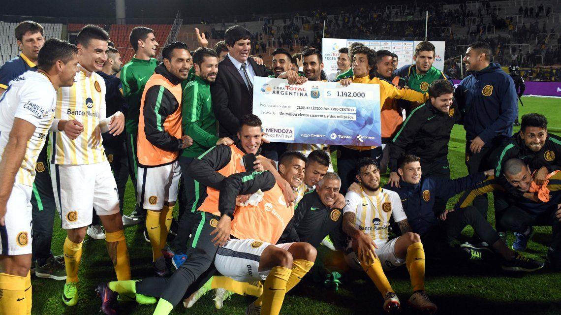 El Canalla celebra el pasaje a cuartos de final