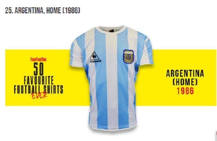 La primera camiseta que Maradona usó en Boca es la segunda mejor de la historia