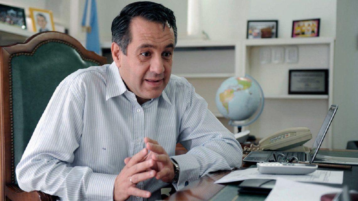 Internaron al ministro Alejandro Finocchiaro por molestias en el pecho
