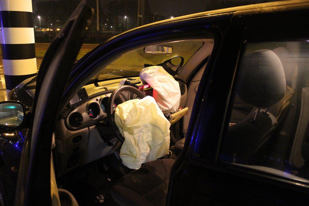 Por la violencia del golpe se disparó el airbag