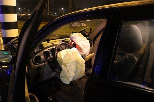 Por la violencia del golpe se disparó el airbag<br>