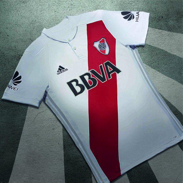 La nueva camiseta está inspirada en La Máquina de River<br>
