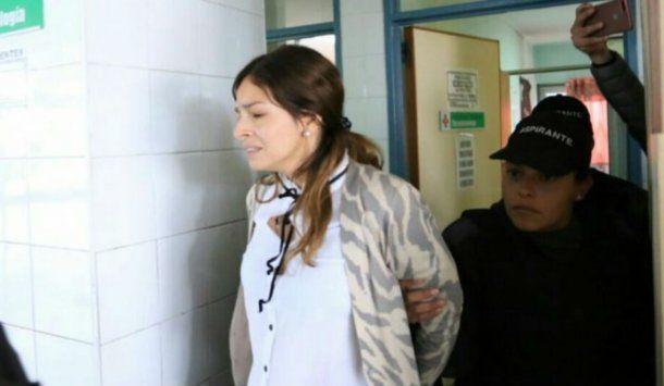 Julieta Silva antes de ingresar a hacerse las pericias oftalmológicas