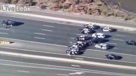 En una escena de película, la policía abatió a un delincuente en una autopista