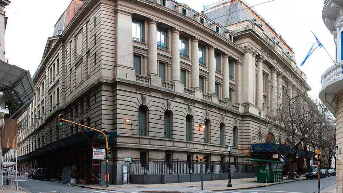 Denuncian por abuso sexual a un coordinador de viajes del Nacional Buenos Aires y el Pellegrini