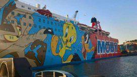 La Policía enviada por Madrid se aloja en un buque ploteado con Tweety