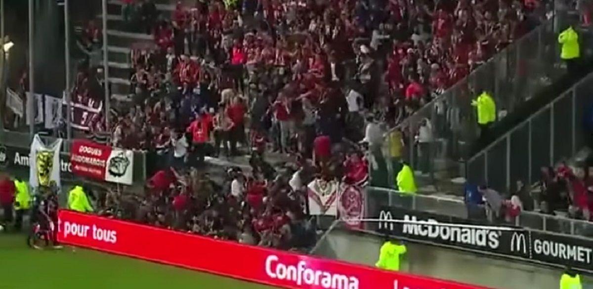 Se derrumbó una valla en el estadio de Amiens: hay 3 heridos graves
