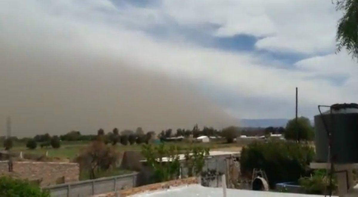 La imagen del viento llegando sorprendió a más de uno en San Juan