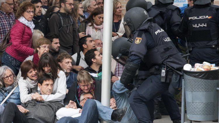 La Policía busca bloquear el referéndum en Cataluña