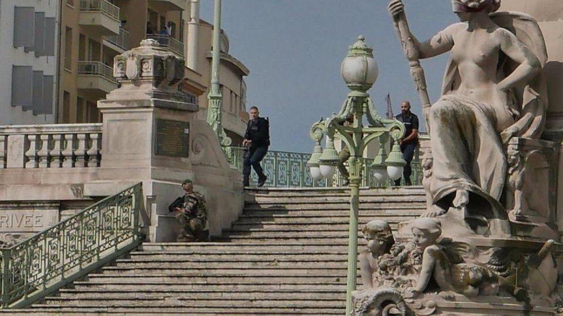 Un hombre mató a 2 personas en Marsella: creen que fue un ataque terrorista
