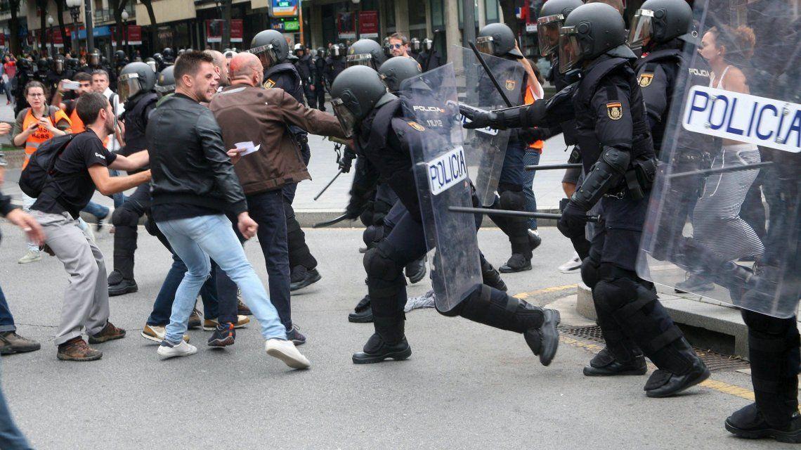 Referéndum en Cataluña: así fue la salvaje represión policial a los votantes