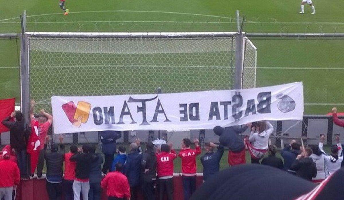 Bandera de Independiente contra la AFA - Crédito:@Waltercai666