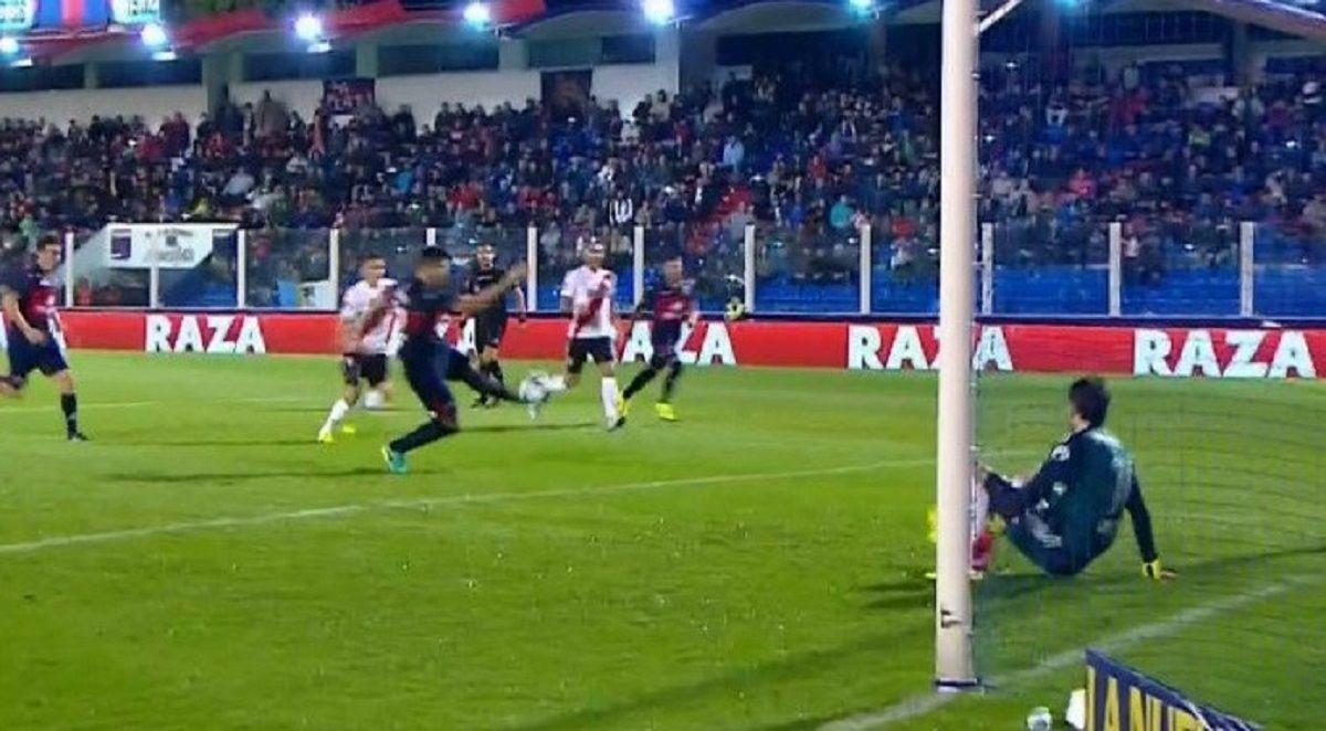 El penal para Tigre contra River - Crédito:@SC_ESPN