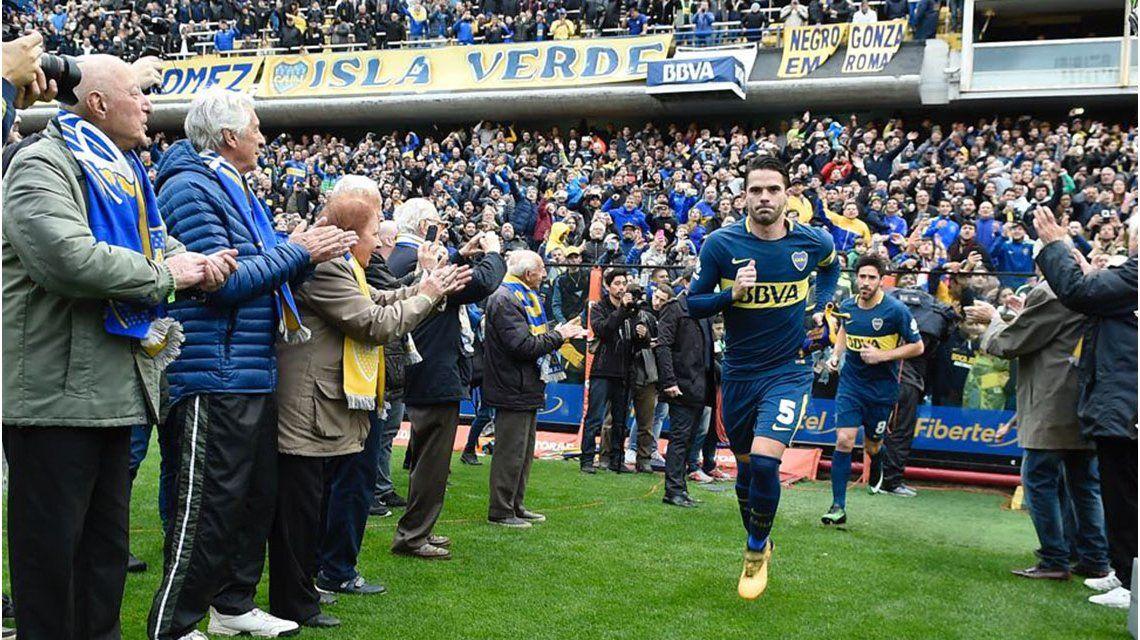 A pura emoción: los socios más viejos de Boca recibieron al equipo