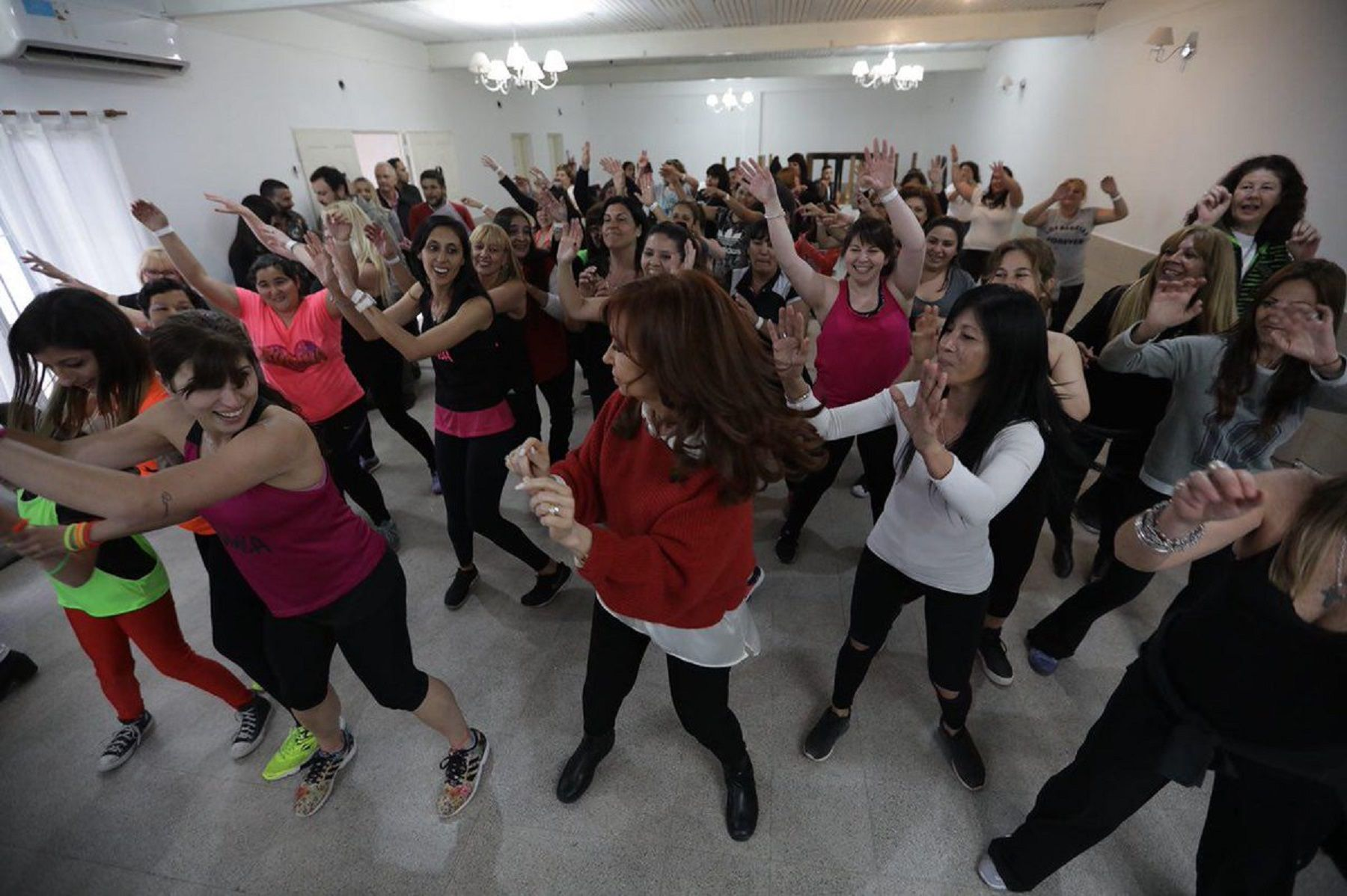 En campaña, Cristina Kirchner se animó a bailar zumba