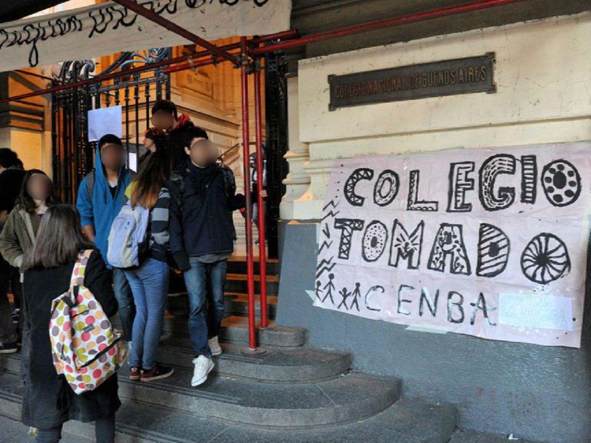 Los padres de la alumna del Nacional presentaron la denuncia ante la Justicia