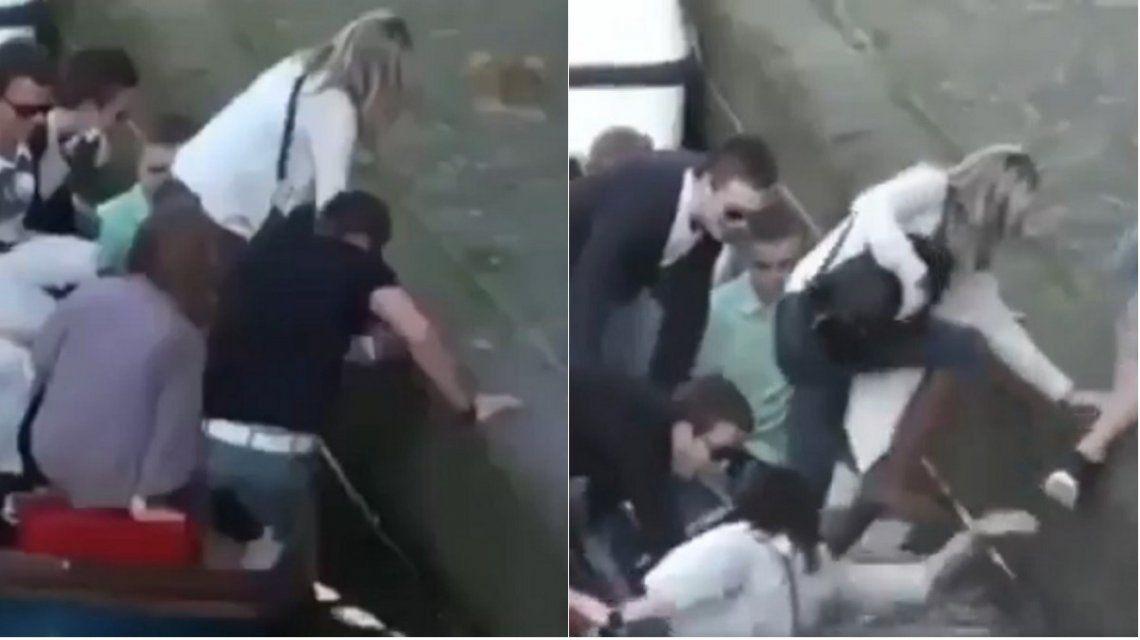 El video viral del año: dos mujeres cayeron al agua al bajarse del bote