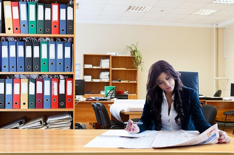 Mujer trabajando. Foto ilustrativa.