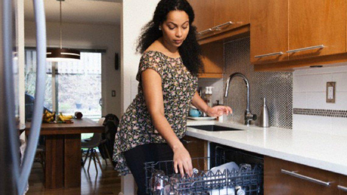 En la Ciudad, las mujeres trabajan 46 minutos más que los hombres