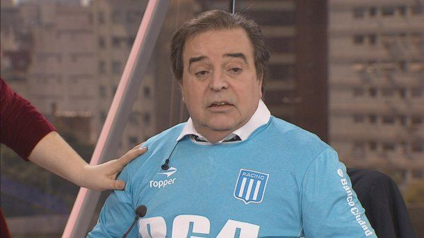 """Fanático de Independiente, se puso la camiseta de Racing en vivo """"contra la violencia""""<br>"""