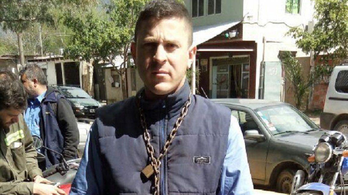 Mariano Fernández se encadenó y comenzó una huelga de hambre tras ser despedido