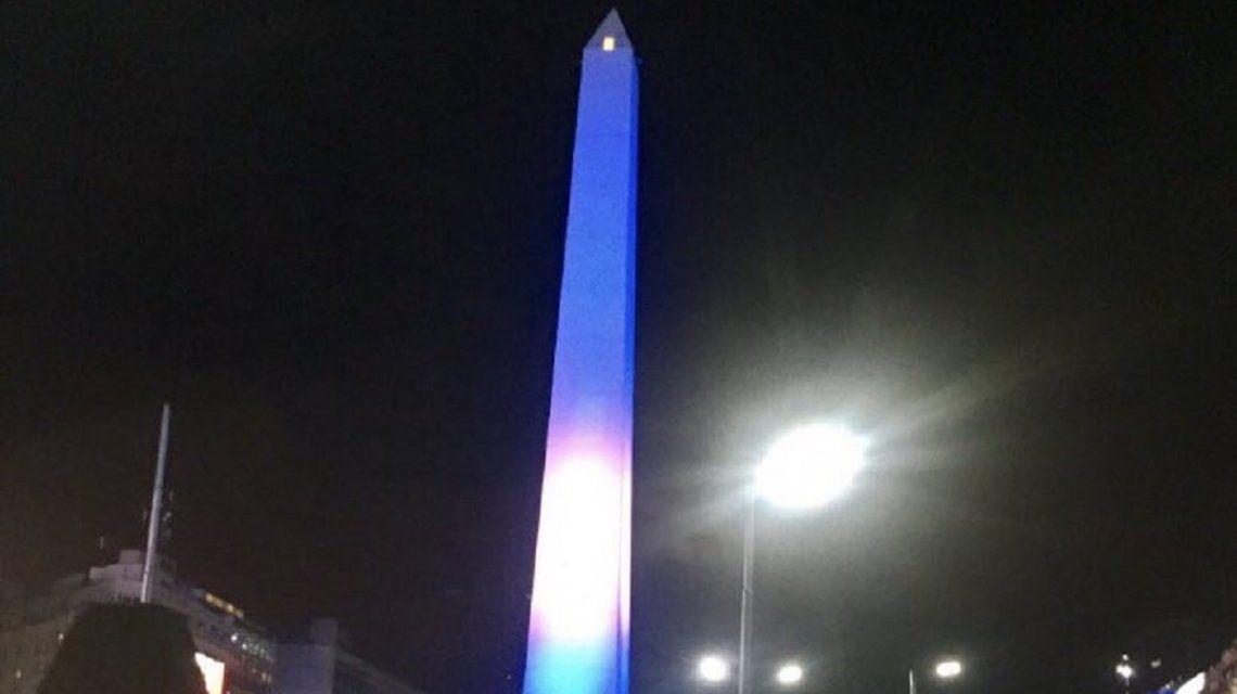 El Obelisco está celeste y blanco para alentar a la Selección