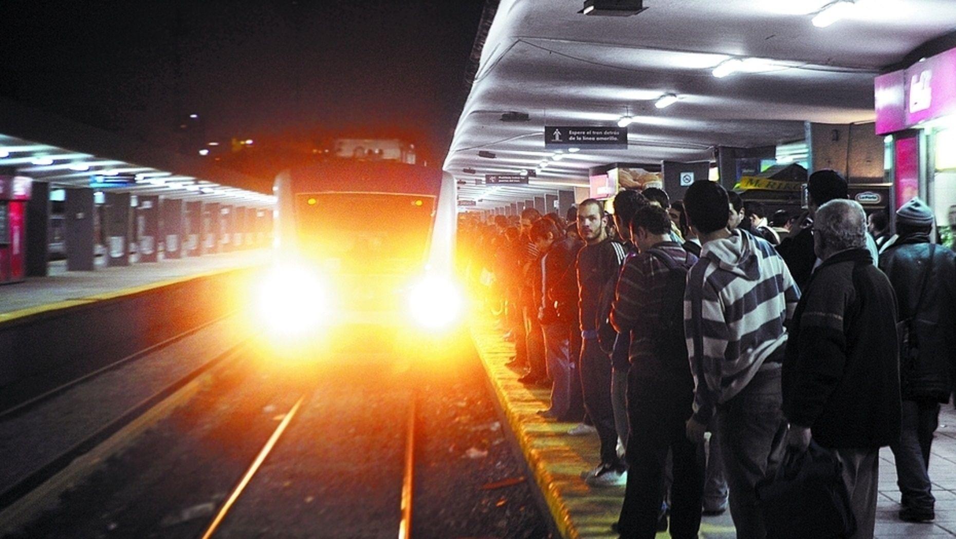 Demoras y caos en el tren Sarmiento: afecta la estación Once y Caballito