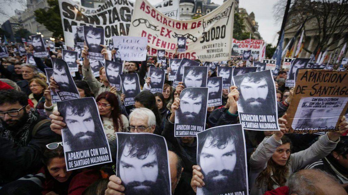 Una de las masivas marchas por la aparición de Santiago Maldonado