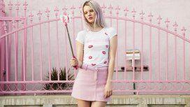 Una modelo protagonizó una campaña de fotos sin depilarse las piernas y la destrozaron