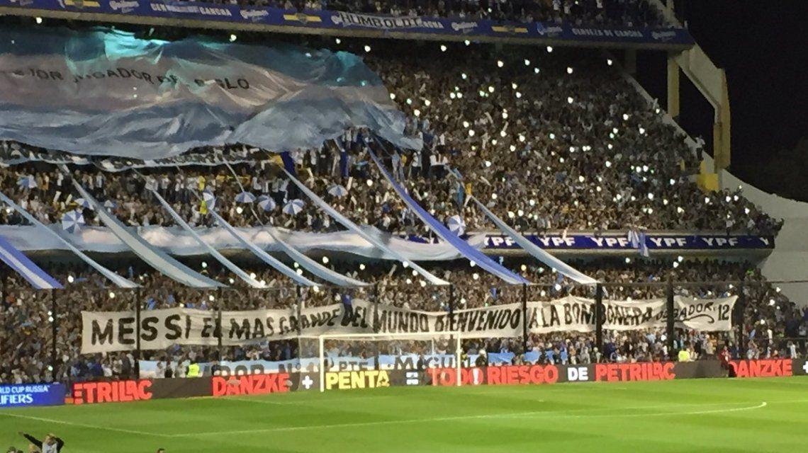 Bandera de Messi en la bombonera - Crédito: @juampireynoso