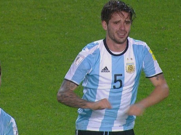 Fernando Gago avisando de su lesión<br>