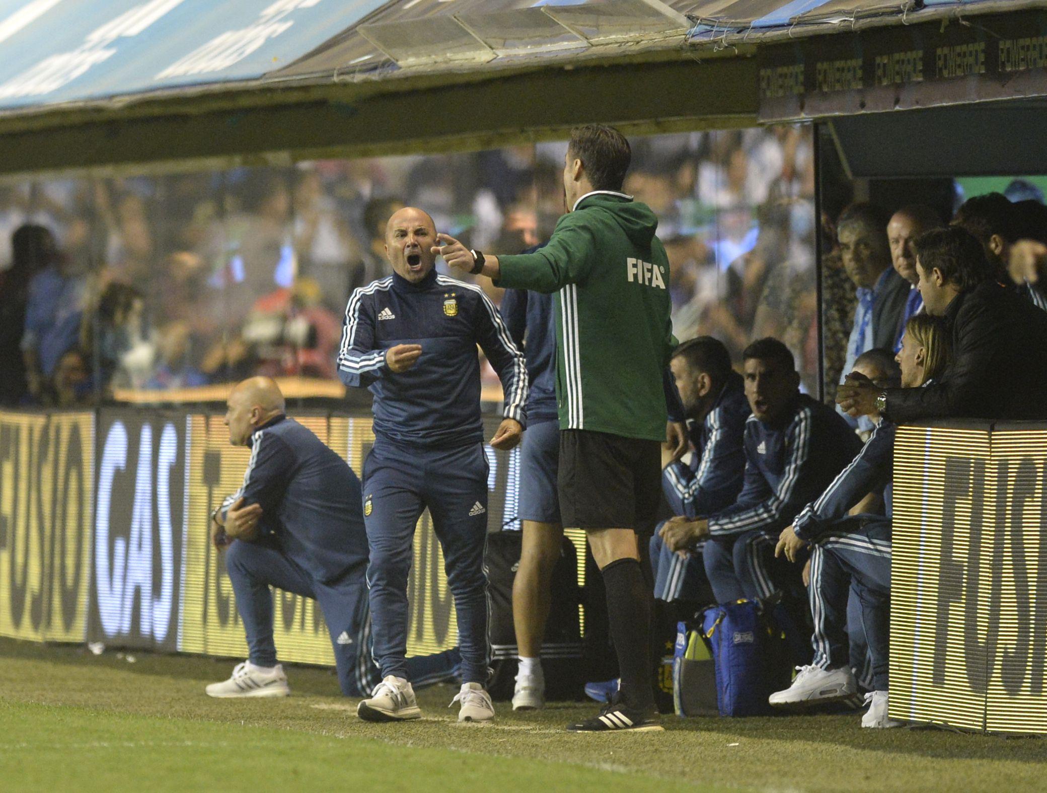 Jorge Sampaoli en uno de los pasajes del Argentina 0 - Perú 0