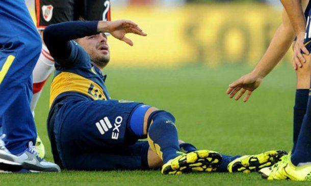 Fernando Gago lesionado en un Superclásico<br>