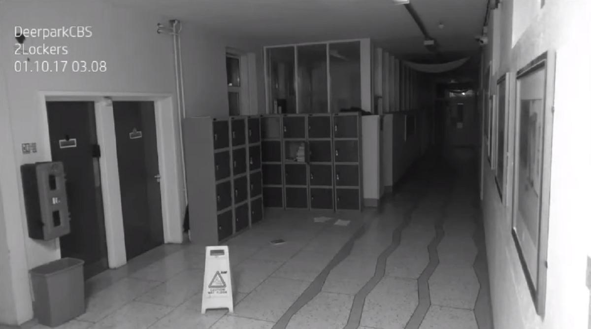La cámara de seguridad de un colegio captó a un presunto fantasma