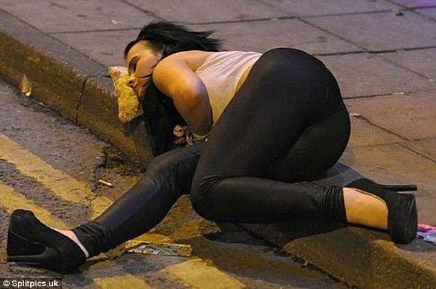 La galería que muestra a los que se quedan dormidos tras una noche de borrachera