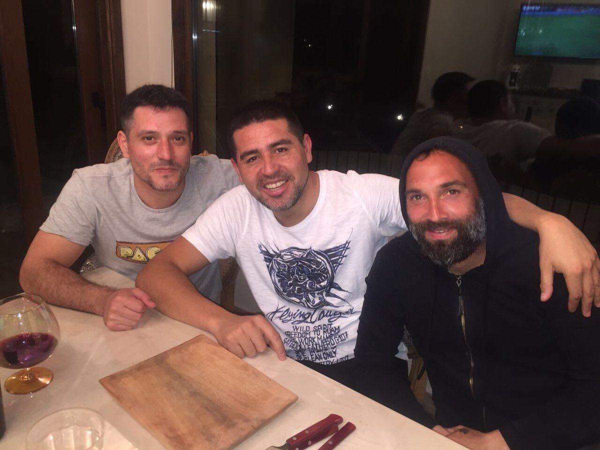 Vino, asado y amigos: así vio Riquelme el empate de la Selección