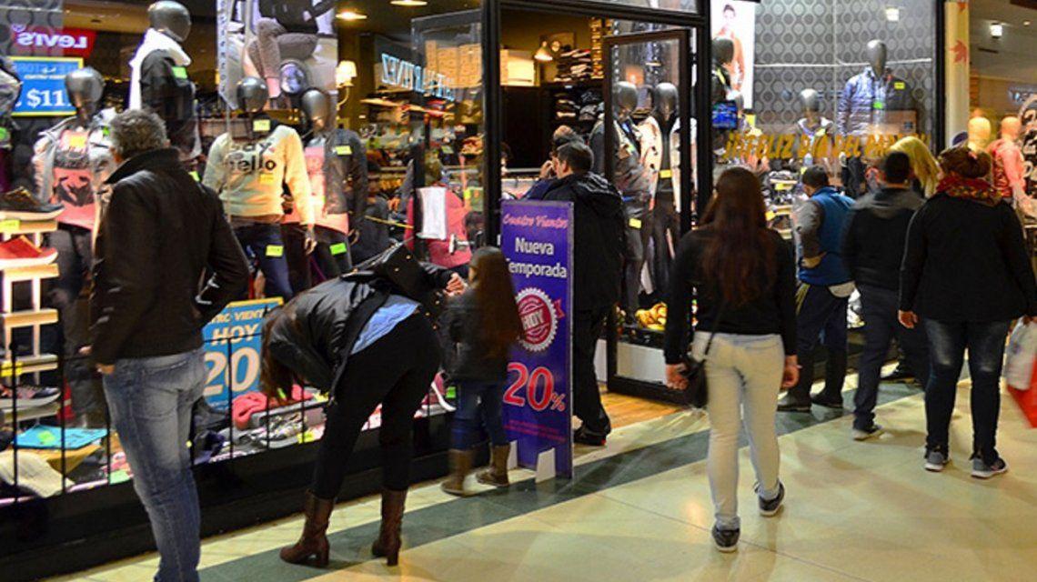 El consumo no remonta: las ventas en supermercados y shopping  cayeron 2,1%