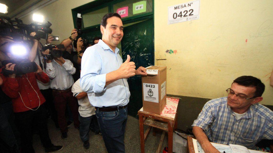 Gustavo Valdés votando
