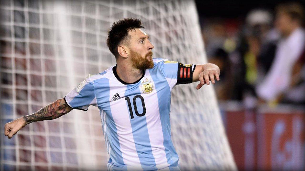 Lionel Messi festejando un gol en la Selección