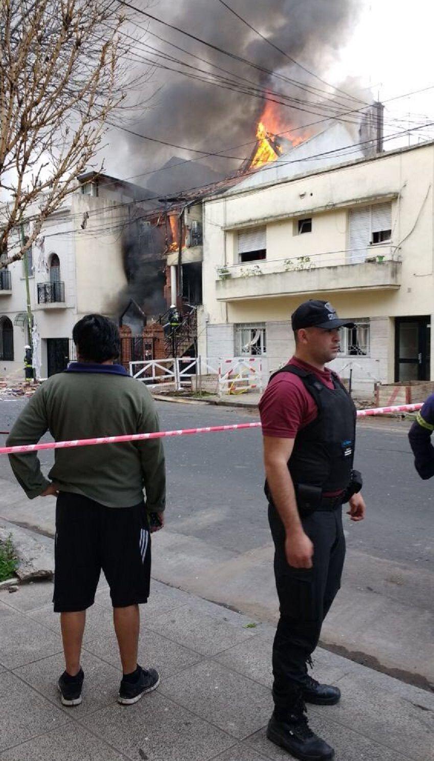 Explotó una casa en Flores: hay dos heridos