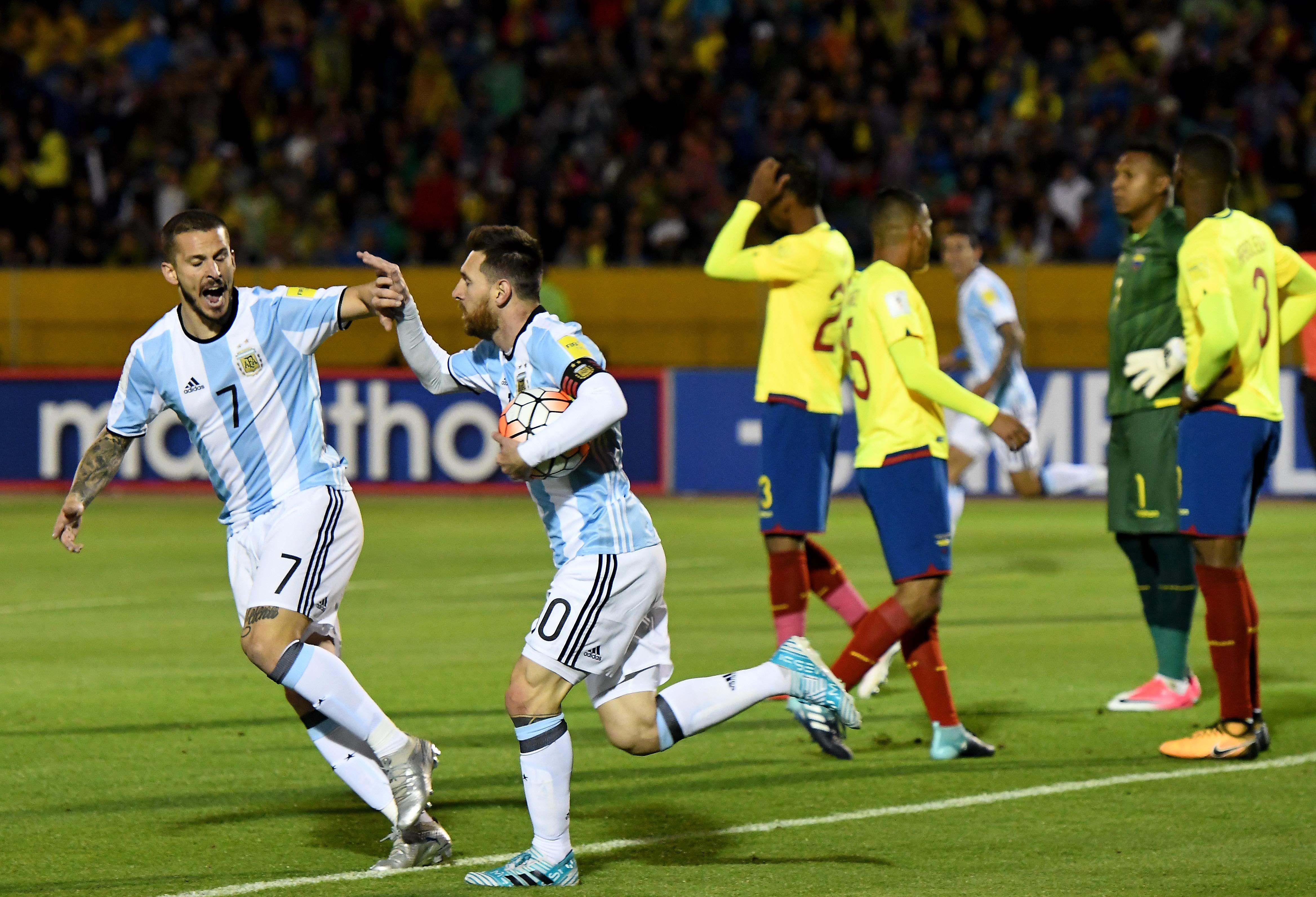 ¡Así sí! Messi empató el partido tras una gran combinación con Di María