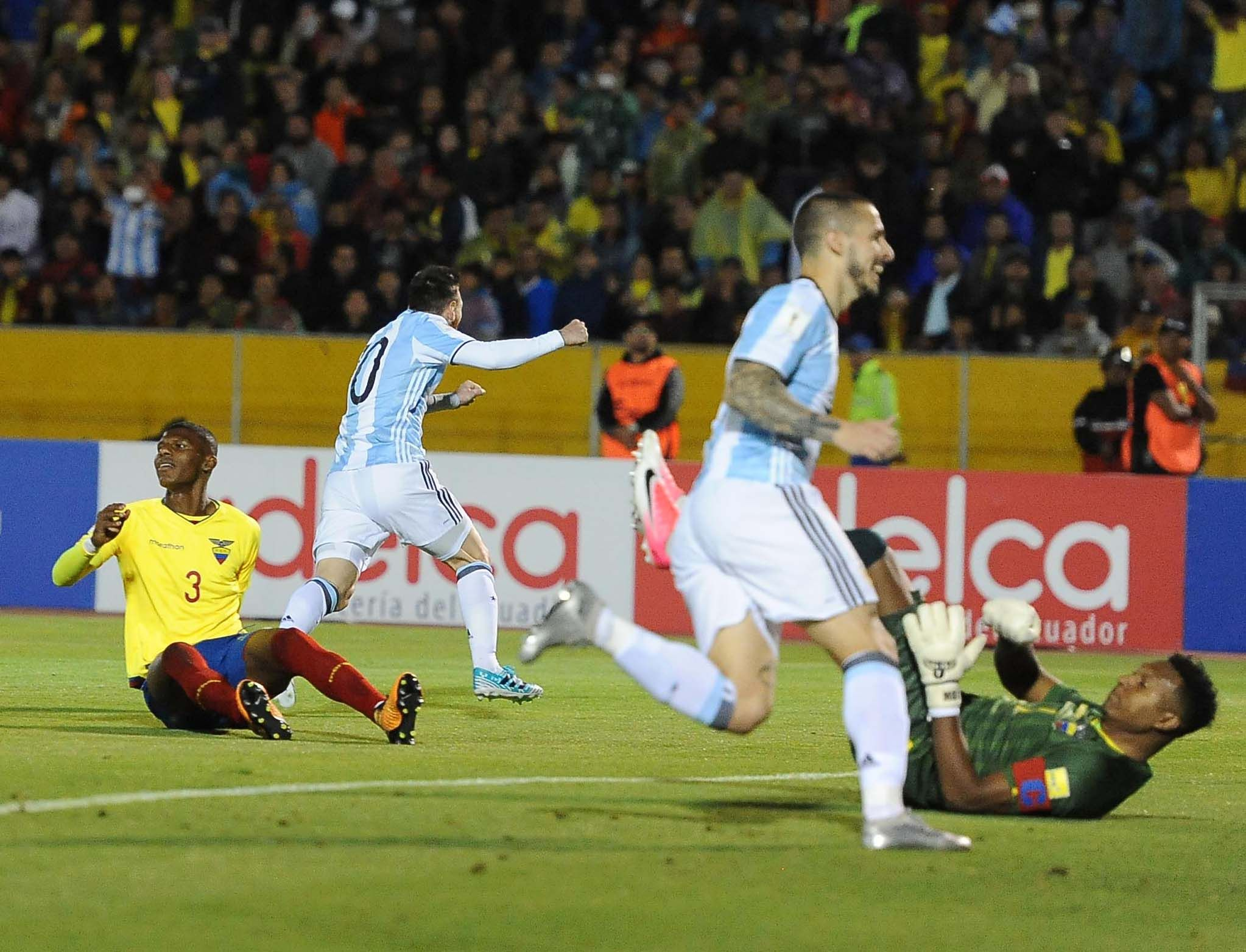 ¡Es una bestia! Messi hizo un golazo para marcar un hat-trick