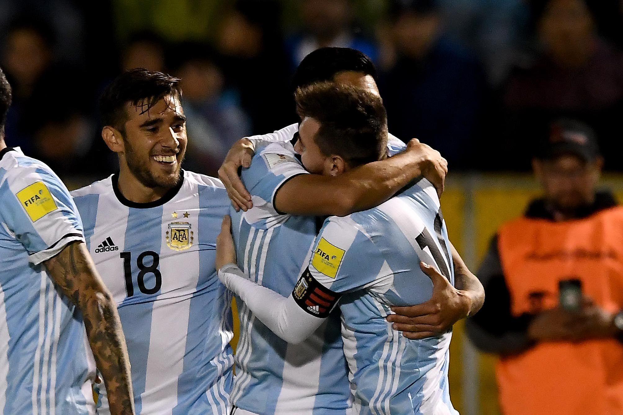 El abrazo entre Pérez y Messi