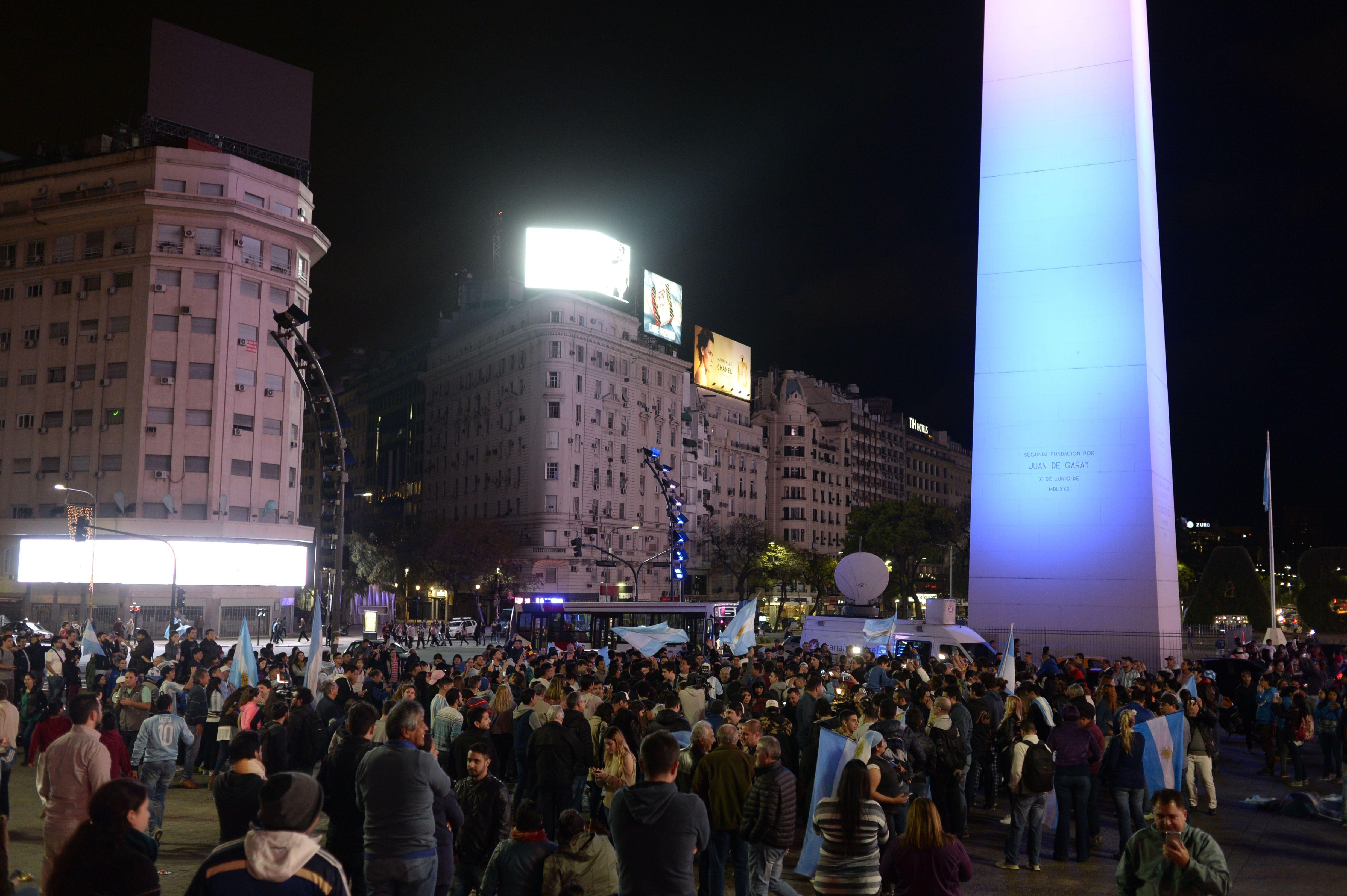 Hinchas en el Obelisco celebran la clasificación a Rusia 2018