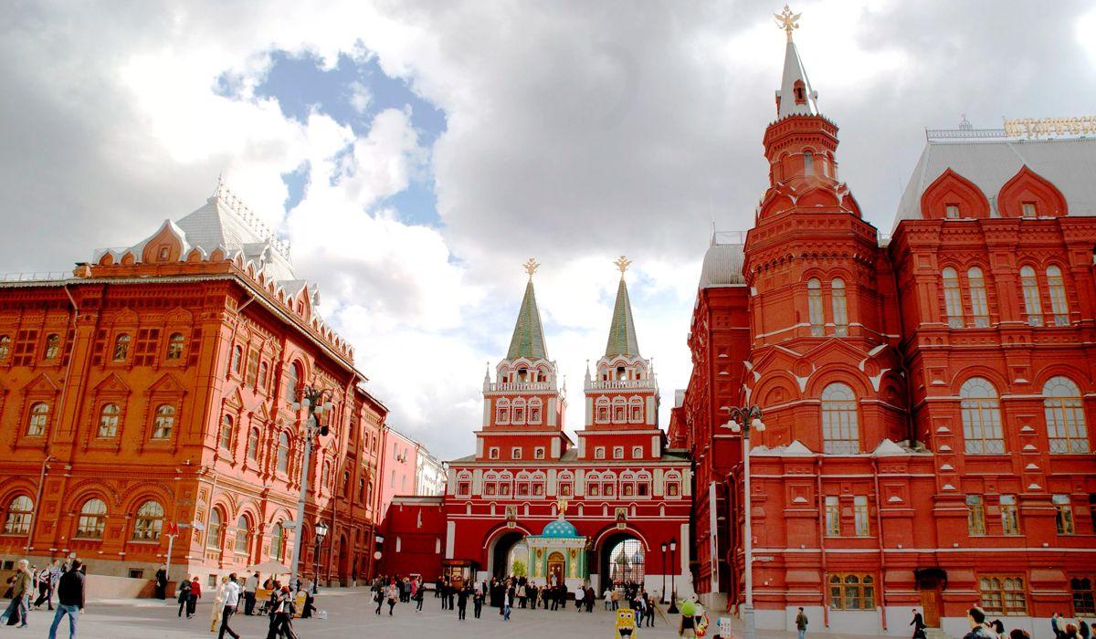 Dos hinchas argentinos, detenidos en Rusia por usar un drone en la Plaza Roja