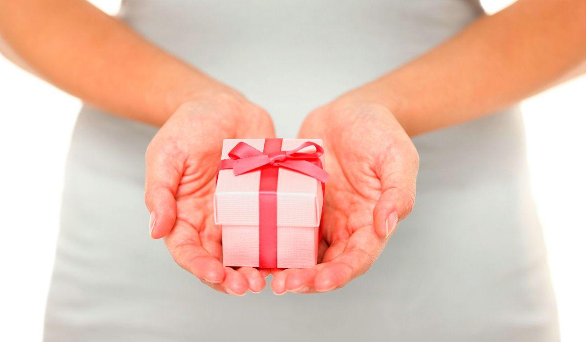 ¿Las mujeres son más generosas que los hombres?