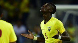 Robert Arboleda, uno de los cinco futbolistas ecuatorianos sancionados por irse de fiesta