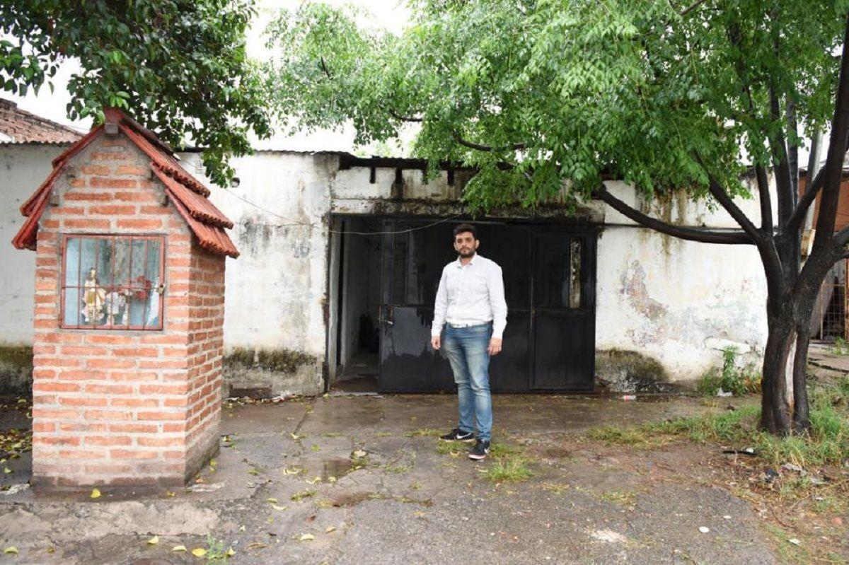 Carlos Andrade en su vivienda